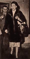 """""""Táta na fotce se Simone Signoret . Snímek je z časopisu Kino, ročník 1957. Signoret byla v Praze na návštěvě v Loutkovém filmu, kde táta tehdy spolupracoval s Jiřím Trnkou a tak ji zde provázel."""""""""""