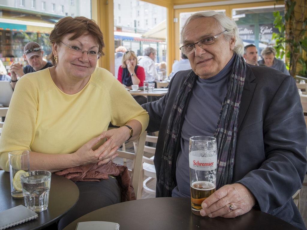 Se Zuzanou Brejchovou ve Vídni, kdy jsme spolu procházeli místy, kde v sedmdesátých letech spolu pobývali Jiří Voskovec a Jan Werich. Všechna jsou k vidění v již zmiňované knize PAN VOSKOVEC Z MANHATTANU. (Foto: Dagmar Pavlíková)